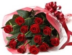Amasya anneler günü çiçek yolla  10 adet kipkirmizi güllerden buket tanzimi