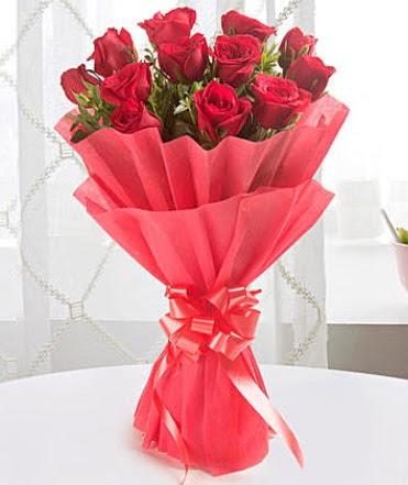 12 adet kırmızı gülden modern buket  Amasya çiçek yolla