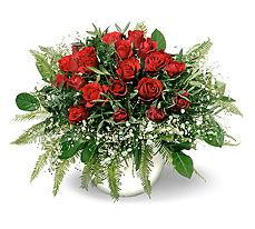 Amasya 14 şubat sevgililer günü çiçek  mika yada cam vazoda 11 adet kirmizi gül