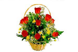 ahsap sepet kirmizi güller   Amasya çiçekçiler