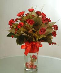 yapay güllerden vazo  9 gül  Amasya uluslararası çiçek gönderme
