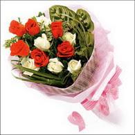 5 kirmizi 5 beyaz güllerden   Amasya online çiçek gönderme sipariş