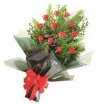 12 adet kirmizi gül buketi   Amasya çiçekçi mağazası