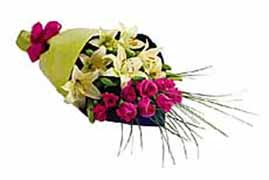 1 lilyum ve 7 gülden buket   Amasya internetten çiçek siparişi