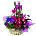 çikolata ve sepette çiçek   Amasya çiçek gönderme sitemiz güvenlidir