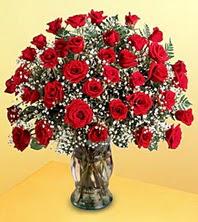 Amasya uluslararası çiçek gönderme  51 adet kirmizi gül ve cam vazo