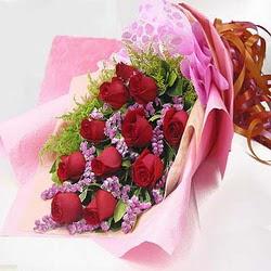 11 adet kirmizi gül ve kir çiçekleri  Amasya internetten çiçek satışı