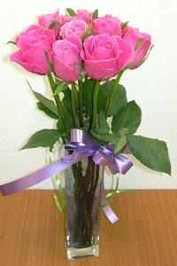 cam vazo içerisinde 11 adet gül  Amasya internetten çiçek satışı