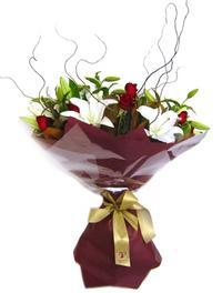 Amasya çiçekçi mağazası  7 adet kirmizi gül 2 adet kazablanka buketi