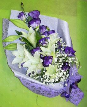 Amasya çiçekçi mağazası  3 adet kazablanka ve kir çiçekleri