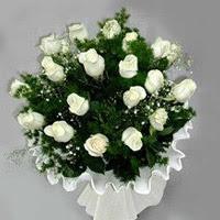 Amasya hediye çiçek yolla  11 adet beyaz gül buketi ve bembeyaz amnbalaj