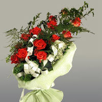 Amasya ucuz çiçek gönder  11 adet kirmizi gül buketi sade haldedir