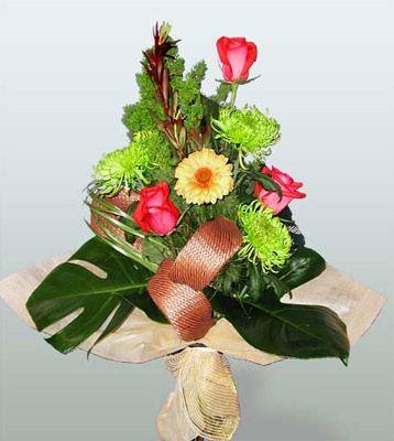 Amasya ucuz çiçek gönder  3 adet gül 4 adet gerbera çiçegi sade buket