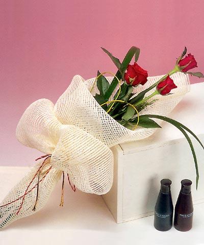 3 adet kalite gül sade ve sik halde bir tanzim  Amasya internetten çiçek siparişi