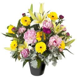 karisik mevsim çiçeklerinden vazo tanzimi  Amasya uluslararası çiçek gönderme