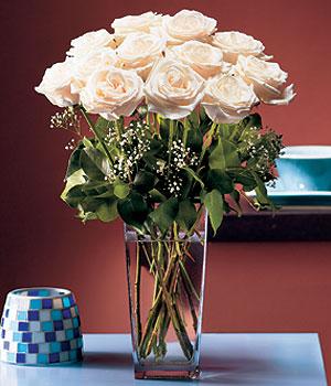 Amasya hediye sevgilime hediye çiçek  Cam yada mika vazo içerisinde 12 gül