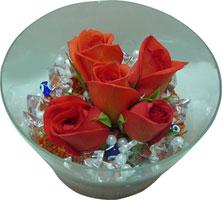 Amasya 14 şubat sevgililer günü çiçek  5 adet gül ve cam tanzimde çiçekler