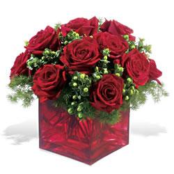 Amasya çiçek yolla  9 adet kirmizi gül cam yada mika vazoda