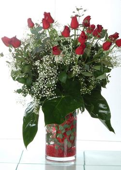 Amasya güvenli kaliteli hızlı çiçek  11 adet kirmizi gül ve cam yada mika vazo tanzim