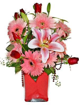 Amasya cicek , cicekci  karisik cam yada mika vazoda mevsim çiçekleri mevsim demeti