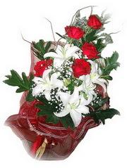 Amasya kaliteli taze ve ucuz çiçekler  5 adet kirmizi gül 1 adet kazablanka çiçegi buketi