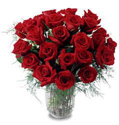 Amasya çiçek gönderme sitemiz güvenlidir  11 adet kirmizi gül cam yada mika vazo içerisinde