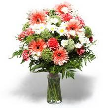 Amasya çiçekçiler  cam yada mika vazo içerisinde karisik demet çiçegi
