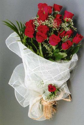 10 adet kirmizi güllerden buket çiçegi  Amasya yurtiçi ve yurtdışı çiçek siparişi