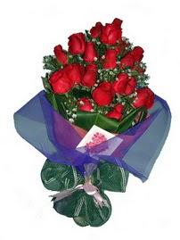 12 adet kirmizi gül buketi  Amasya online çiçek gönderme sipariş