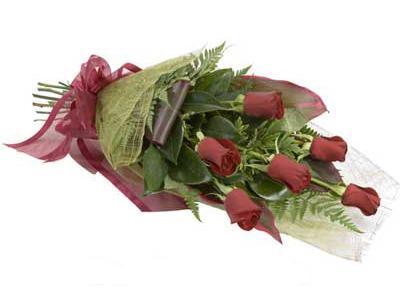 ucuz çiçek siparisi 6 adet kirmizi gül buket  Amasya çiçek siparişi sitesi