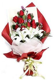 Amasya hediye çiçek yolla  9 adet gül 2 adet kazablanka buketi