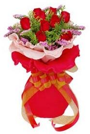 Amasya cicekciler , cicek siparisi  8 Adet kirmizi güllerden buket tanzimi