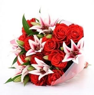 Amasya çiçek siparişi vermek  3 dal kazablanka ve 11 adet kırmızı gül