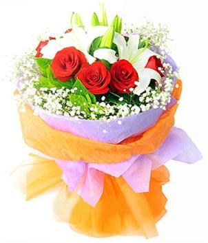 Amasya çiçek gönderme sitemiz güvenlidir  1 dal kazablanka 7 adet kırmızı gül buketi