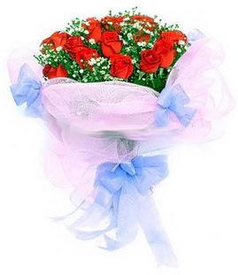 Amasya çiçek siparişi sitesi  11 adet kırmızı güllerden buket modeli