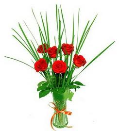 Amasya çiçek , çiçekçi , çiçekçilik  6 adet kırmızı güllerden vazo çiçeği