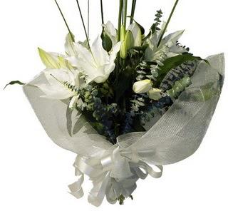 Amasya çiçekçi mağazası  2 dal kazablanka çiçek buketi