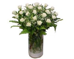 Amasya yurtiçi ve yurtdışı çiçek siparişi  cam yada mika Vazoda 12 adet beyaz gül - sevenler için ideal seçim