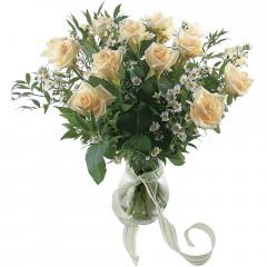Vazoda 8 adet beyaz gül  Amasya 14 şubat sevgililer günü çiçek
