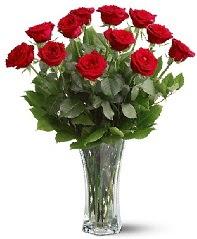 11 adet kırmızı gül vazoda  Amasya internetten çiçek siparişi