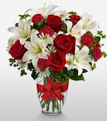 Eşsiz vazo tanzimi güller kazablankalar  Amasya online çiçek gönderme sipariş