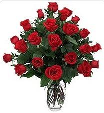 Amasya çiçek siparişi sitesi  24 adet kırmızı gülden vazo tanzimi