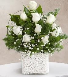 9 beyaz gül vazosu  Amasya çiçek satışı