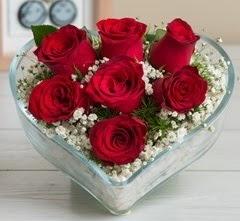 Kalp içerisinde 7 adet kırmızı gül  Amasya çiçek gönderme sitemiz güvenlidir