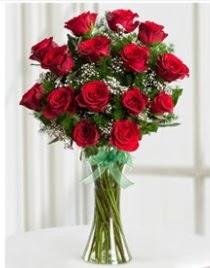 Cam vazo içerisinde 11 kırmızı gül vazosu  Amasya anneler günü çiçek yolla