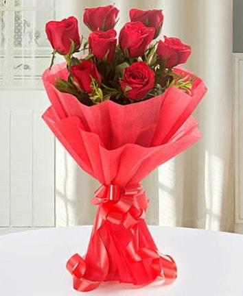 9 adet kırmızı gülden modern buket  Amasya İnternetten çiçek siparişi