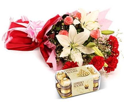 Karışık buket ve kutu çikolata  Amasya çiçek , çiçekçi , çiçekçilik