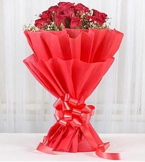 12 adet kırmızı gül buketi  Amasya hediye çiçek yolla