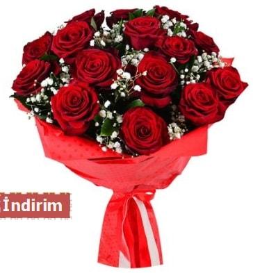 12 Adet kırmızı aşk gülleri  Amasya çiçek satışı